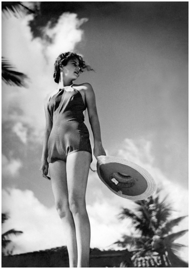 model-in-a-1935-beach-look-condc3a8-nast-archive