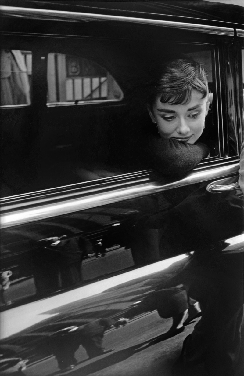 AUDREY-HEPBURN-DURING-THE-FILMING-OF-SABRINA-1954-1-C32034