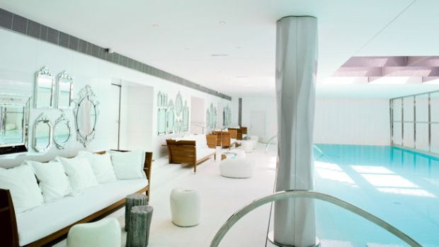 Spa-My-Blend-by-Clarins-pool